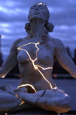 statue light